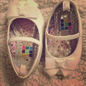 Other - Very Cute White Slip on Toddler Dress shoes size 2